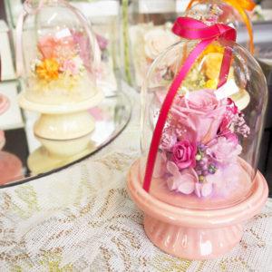 3000円代でお手頃!ガラスドーム。綺麗で可愛らしくてプレゼントに大人気です。